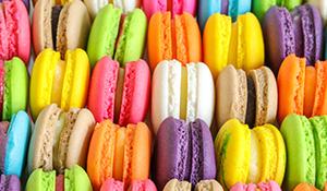 緑色、ピンク、白、紫の展示会装飾での効果的な使い方